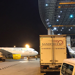 Courier service on board aircraft, as passengers. (OBC), for the worldwide transport of high-value and extremely urgent parcels and documents.<br>Our staff will transport your shipment door-to-door to any destination in the world, using the most suitable flight departure.